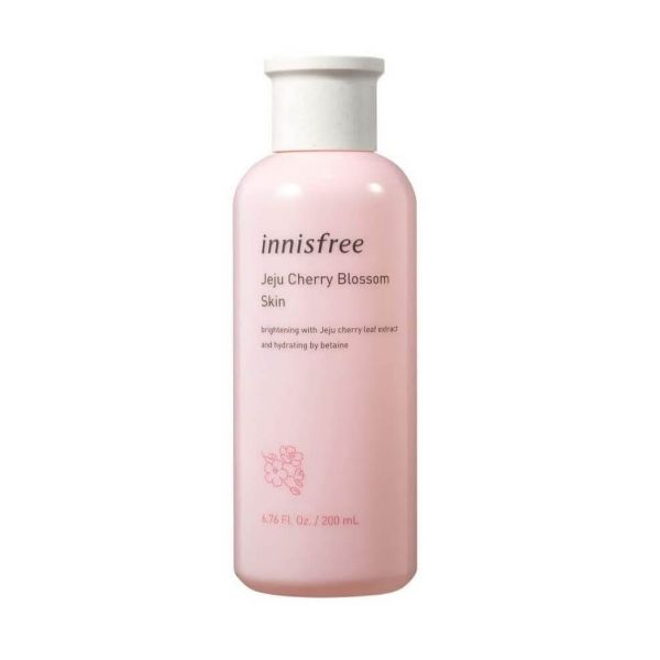 This Innisfree Jeju Cherry Blossom Skin is a toner that delivers deep hydration to dull and dry skin without stickiness.